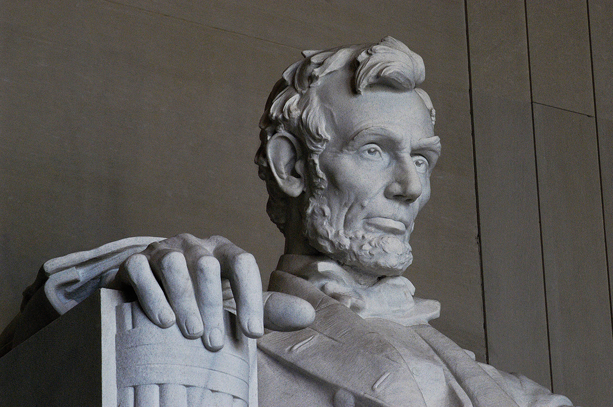 abraham-lincoln-statue-at-memorial-78713007-58b9799b5f9b58af5c49936c